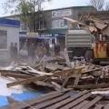 В Ейске рабочие начали снос старого рынка