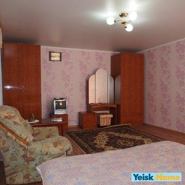 Два дома в одном дворе на ул.Ростовская   Вариант № 171