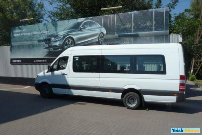 12 местный микроавтобус