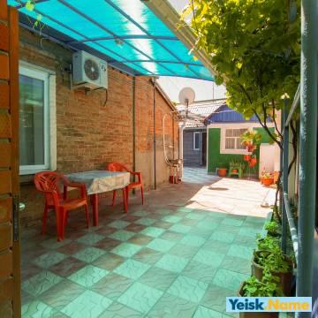 Два домика в одном дворе Вариант №241